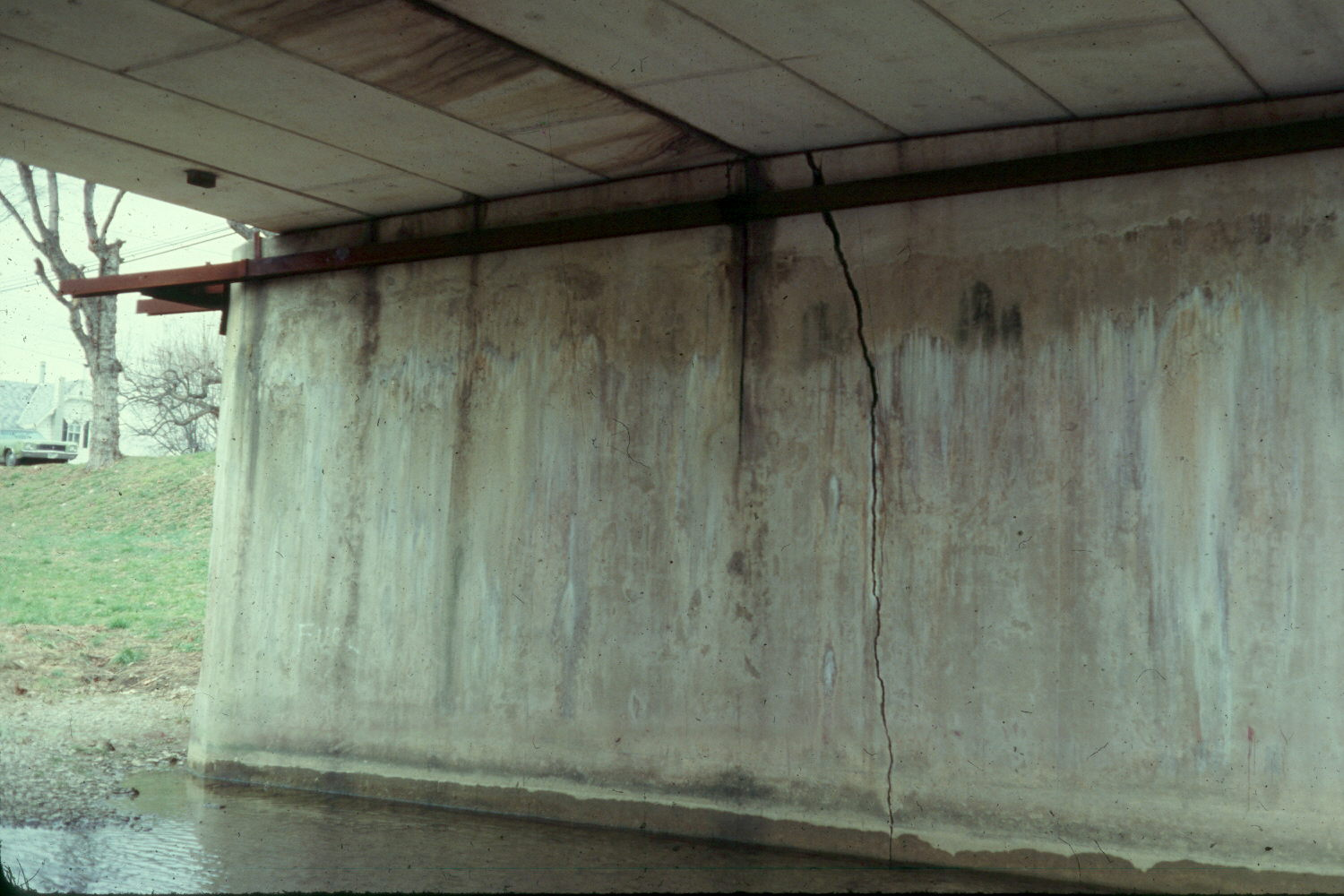 Concrete Wall Type Piers Vertical Cracks